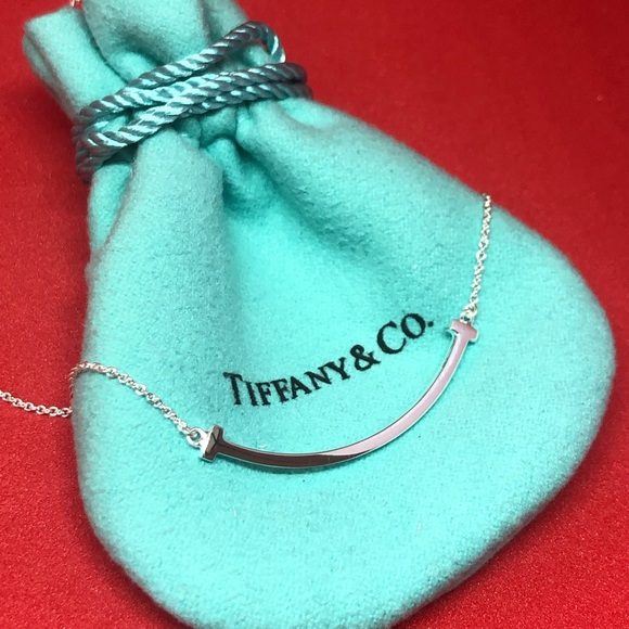 e139c5e65ef3 Tiffany   Co. Silver Small T Smile Necklace. M 5c659b3c0cb5aad1b0c40afe
